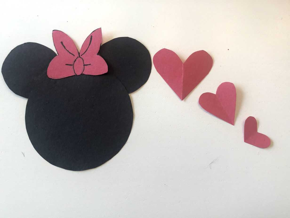 Looking for a super cute valentine? Try this simple pop-up Minnie Mouse Valentine! You only need 4 supplies and 30 minutes to do this craft!